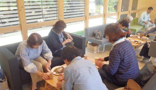薬草栽培地の見学と薬膳料理の試食をしました
